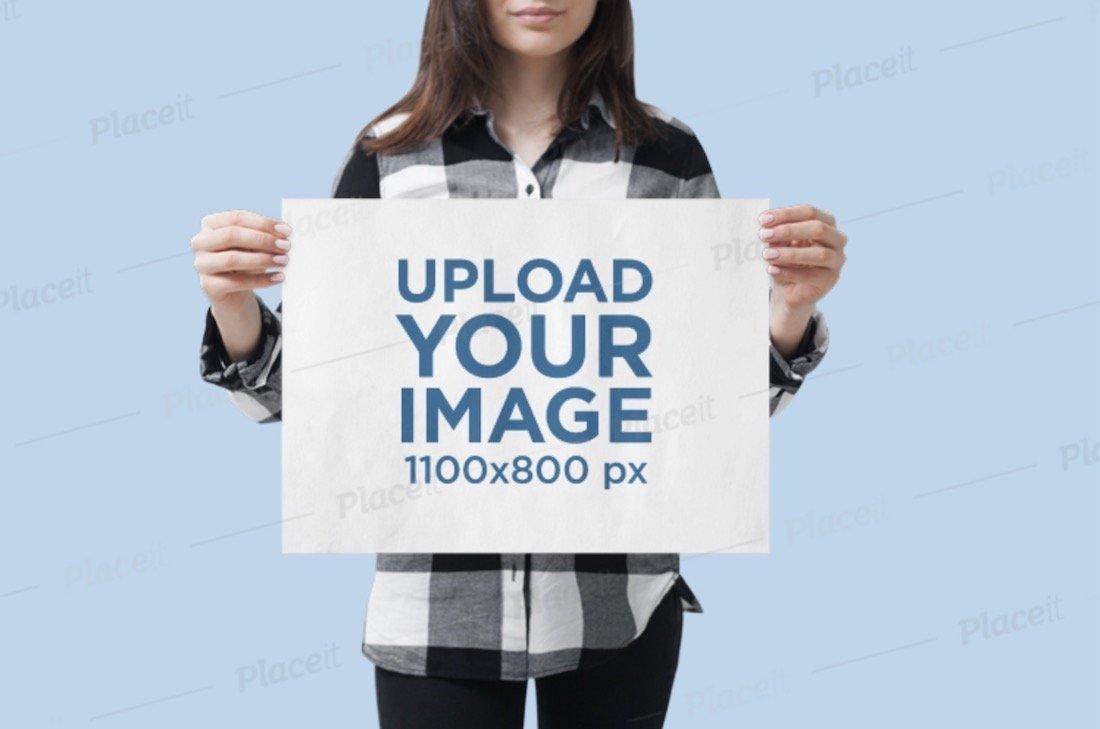 maquette d'une femme tenant une affiche horizontale