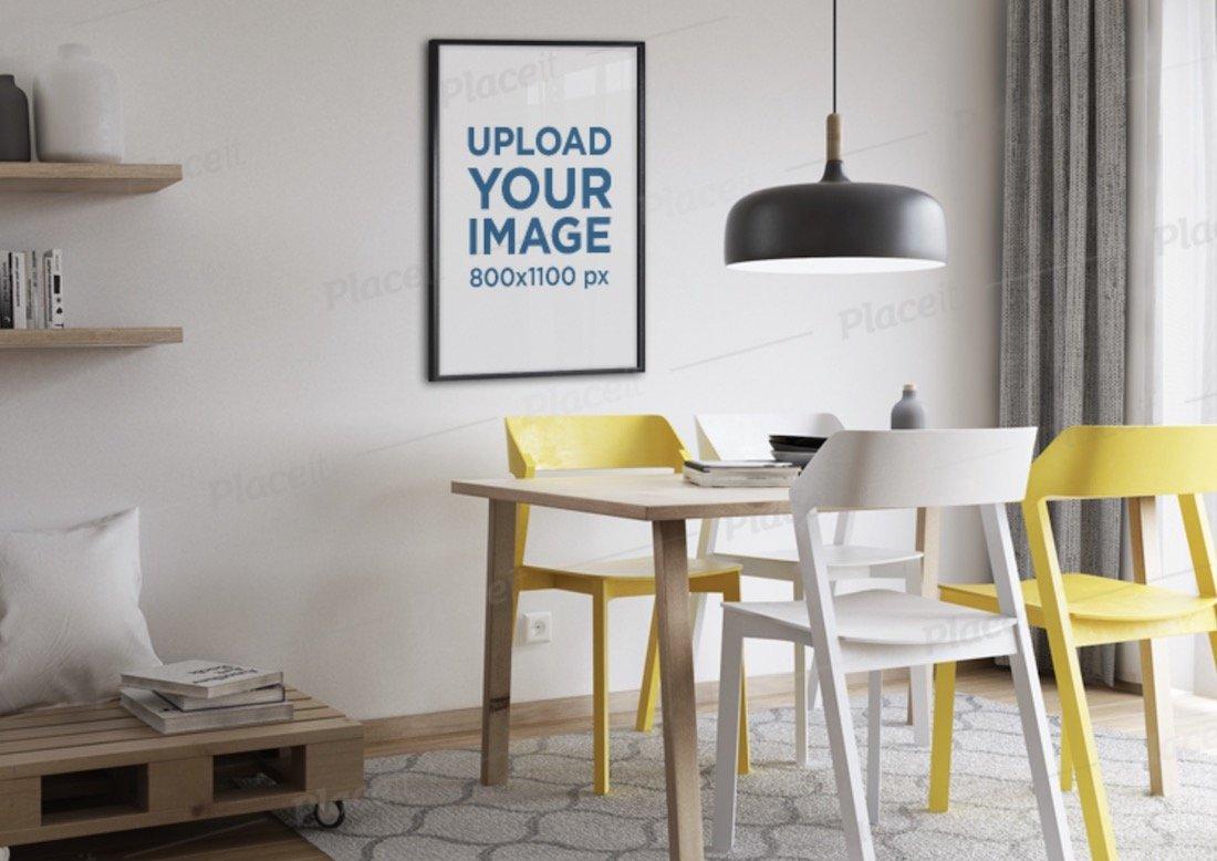 maquette d'un cadre d'affiche accroché sur un salon moderne